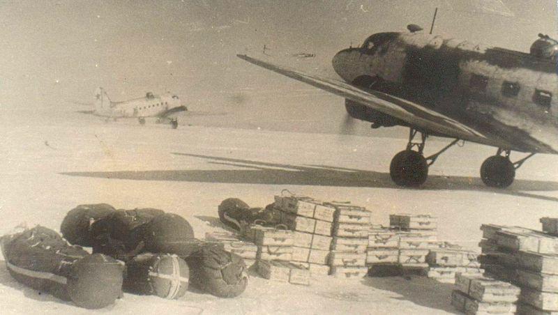 Вылет «дугласов» в блокадный Ленинград с аэродрома Кушавера. Декабрь 1941 г. РГАСПИ