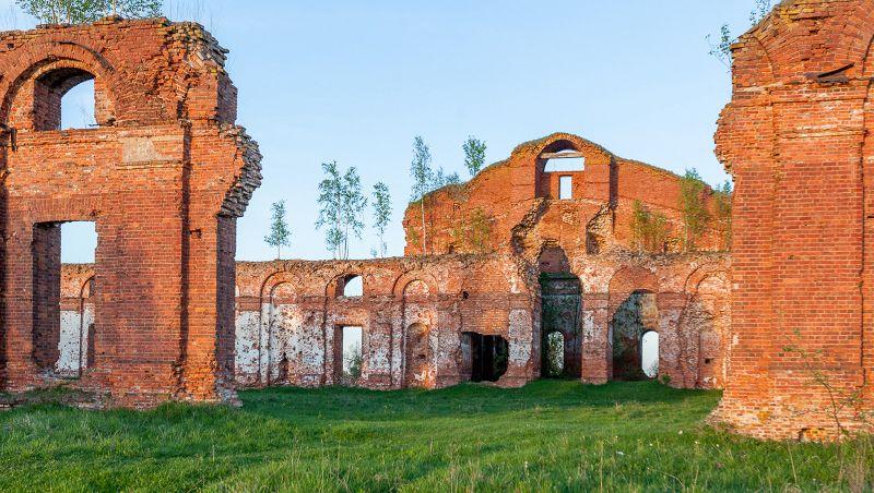 Селищи, Медведь, Новоселицы  — постройки в этих поселениях по сей день хранят память о былом