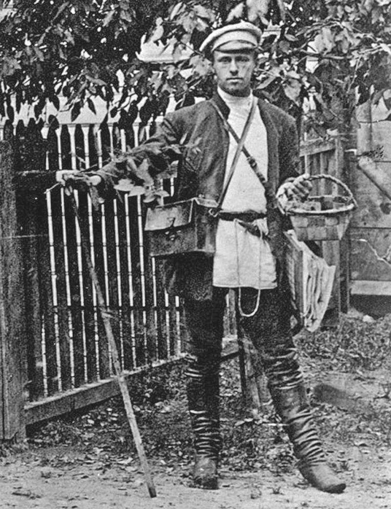 Владимир Комаров на полевых исследованиях в деревне Ровное