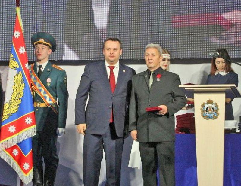 В День народного единства Андрей Никитин вручил государственные и областные награды 37 жителям региона.