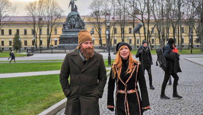 В Великом Новгороде Кристофер Хивью вместе со своей супругой искали следы средневекового норвежского короля — Святого Олафа