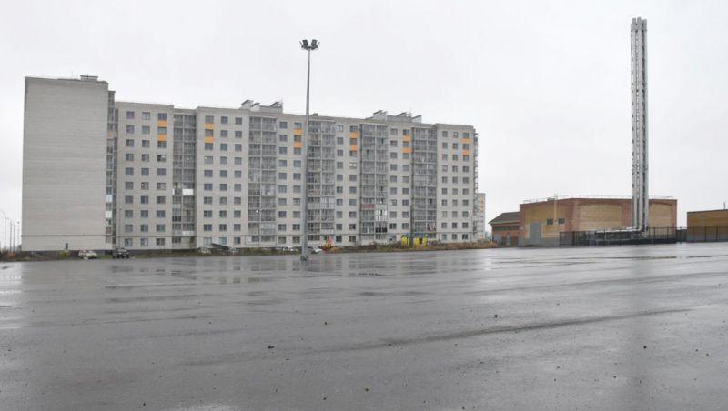 Пока парковка пустует, дворы запружены машинами