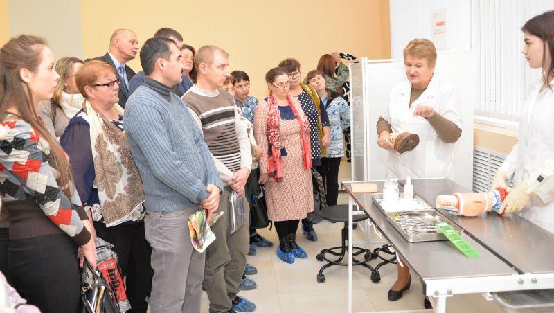 В Новгородском агротехническом техникуме ветспециалистам области показали и рассказали, как ведётся подготовка ветфельдшеров