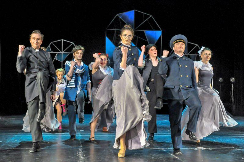 Искусству Терпсихоры Светлана Сафарова обучила всю молодёжь театра драмы
