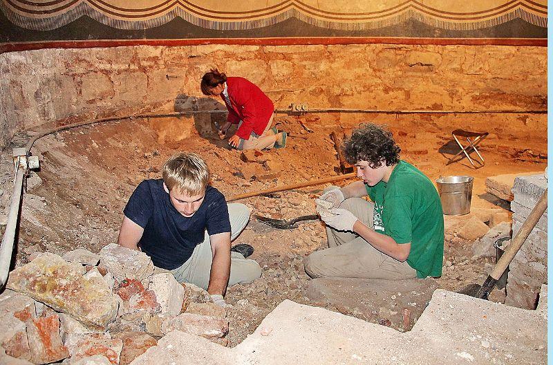На раскопках в Георгиевском соборе, 2014 год