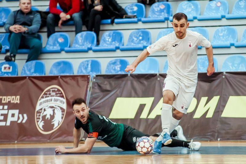 Марсель Гаджиев (в белой форме) – один из лидеров новгородской команды.