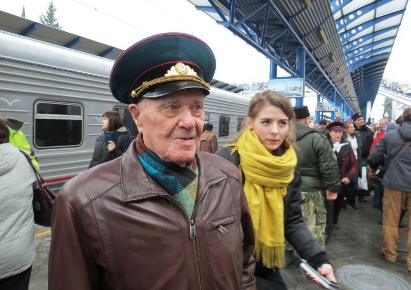 Новгородский ветеран отправился экзаменовать железнодорожный мост через Керченский пролив по приглашению главы Республики Крым Сергея Аксёнова.
