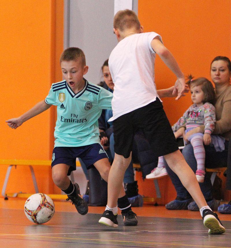 Участвовать в школьных соревнованиях захотели 47 девочек и 42 мальчика.