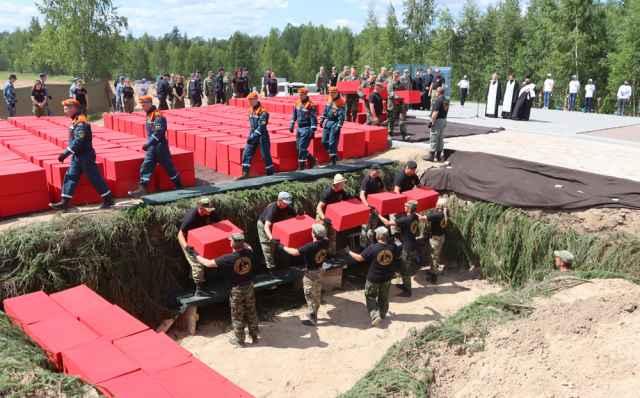 В братской могиле захоронили 521 жертву фашизма.