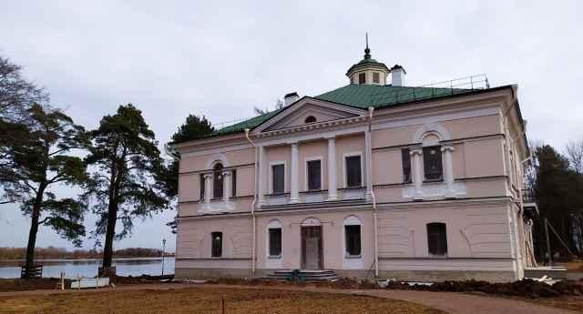 После реставрации усадебные постройки наконец будут использоваться по назначению – в них появится глобальная экспозиция, посвященная роду Орловых