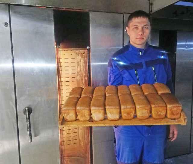 По заверению Романа Константинова, угловские пекари никаких консервантов в хлеб не добавляют. И сырьё используют высокого качества.