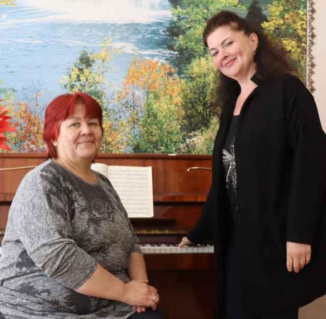 У Жанны Рыжковой (справа) и Евгении Востокиной — замечательный дуэт, хотя и не вокальный.