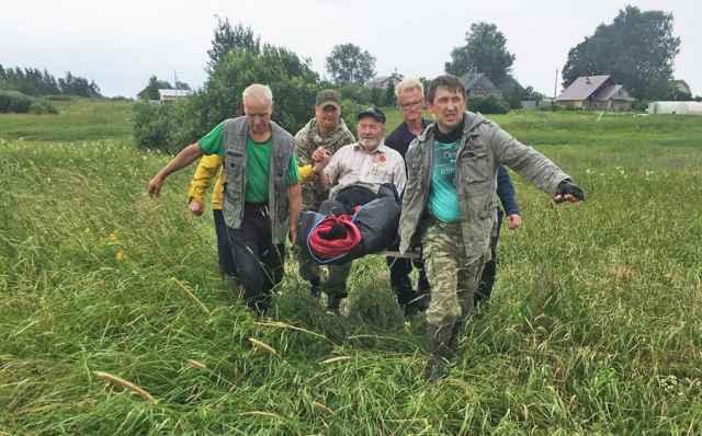 Ночь поисков. Пенсионер 82 лет из Новгородского района доставлен домой.