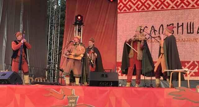 На фестиваль приехали музыканты из Москвы, Санкт-Петербурга, Петрозаводска, Костромы, Смоленска, Екатеринбурга.