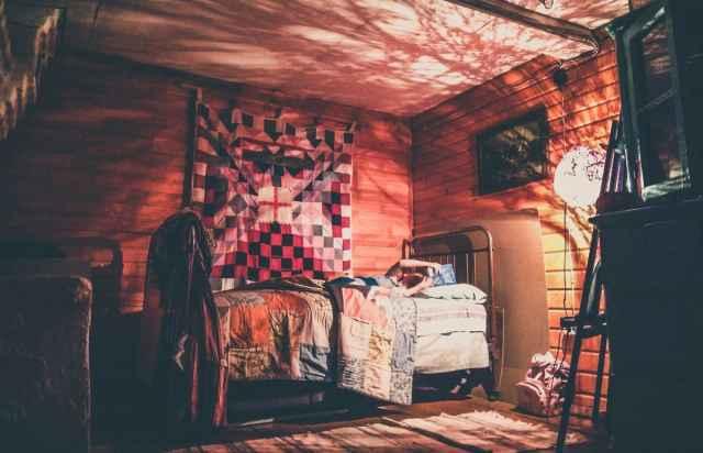 Тепло деревенского дома — это тепло умелых рук, создающих уют.
