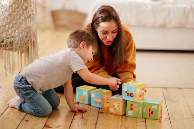 Бизнес Евгения и Марины Антоновых начался в 2000 году с мягких детских кубиков.