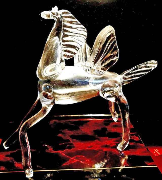 Вот один из нескольких «Хрустальных Пегасов», которые вручались на первой церемонии 13 января 1997 года.