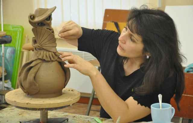 Алина Лассонен, чтобы продвигать своё творчество и учеников, хочет начать активную выставочную деятельность.