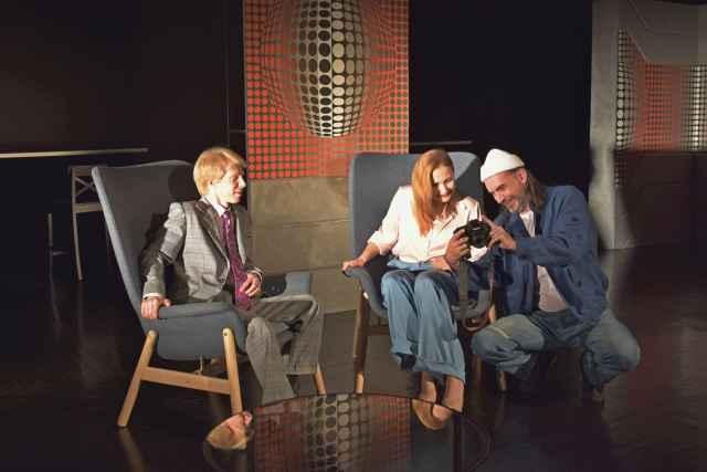 Премьерный показ спектакля «Волнение» по пьесе Ивана Вырыпаева пройдёт 7 и 12 ноября в 19.00. (18+)