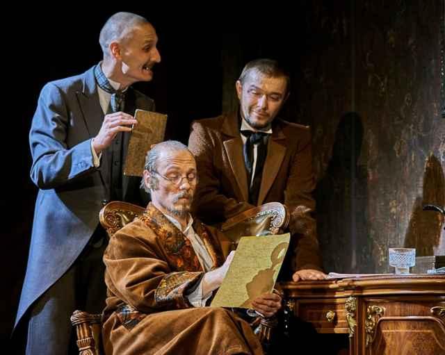Мистический пермский театр «У моста» не может пройти мимо мистики Достоевского — спектакль «Идиот» завораживает, втягивает в свою магическую ауру.