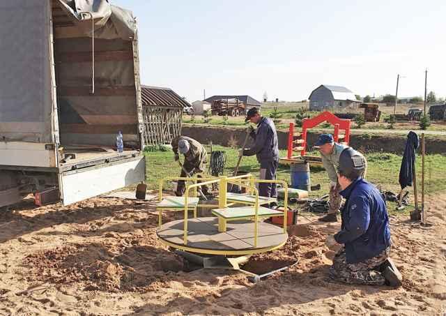 Детская площадка в Подгощах точно не будет пустовать. В селе проживают 34 дошкольника.