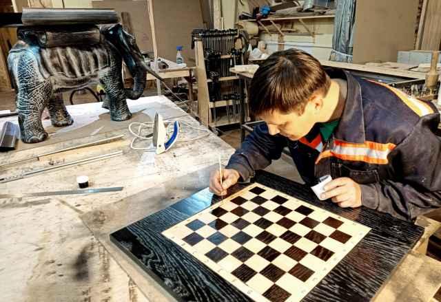 Одного взгляда на работы валдайца достаточно, чтобы понять: это не ремесленник, а мастер.