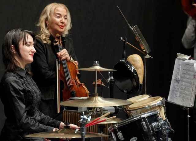 На концерте Кристина Дзейтова (слева) и Светлана Безродная, руководитель Государственного академического камерного «Вивальди-оркестра».