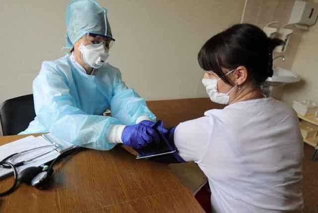 Для назначения лекарств достаточно симптоматики заболевания. Она подскажет, что это может быть коронавирус.