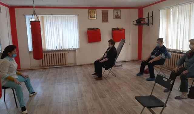 Сейчас специалисты Демянского социального центра в «Точке долголетия» организуют занятия с пенсионерами в малых группах, как того требует эпидситуация.