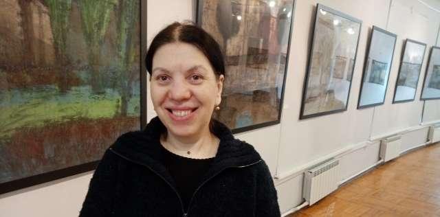 На выставке «В поисках солнца» в Новгородском центре современного искусства Екатерина Посецельская представила городской пейзаж: на полотнах — любимые художником Санкт-Петербург и Париж.