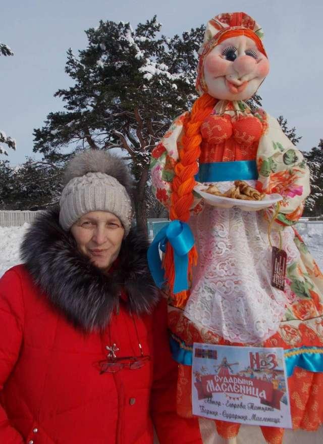 Татьяна Егорова делает и ростовых кукол. Как вам такая колоритная Масленица?