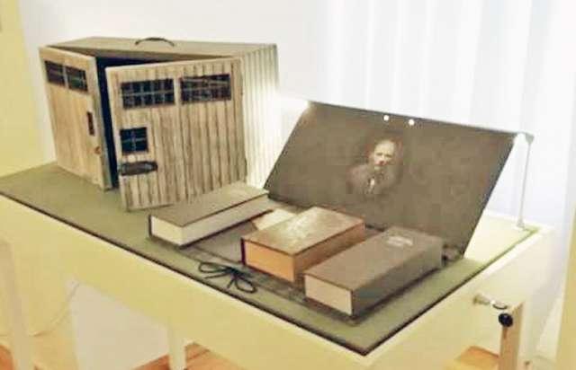 Евангелие Достоевского выпустил благотворительный фонд «Возрождение Тобольска».