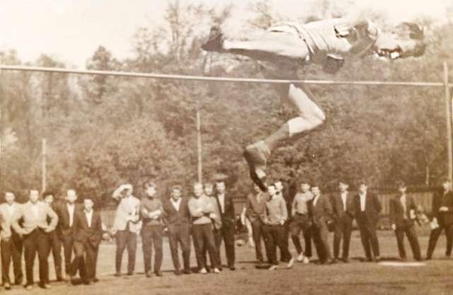 Александр Давидович был чемпионом Ленинграда среди студентов по прыжкам в высоту.