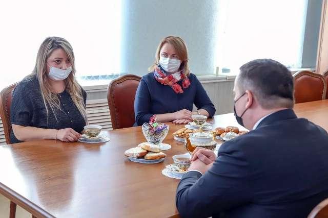Средства Евгения Некрасова (на фото слева) потратила на приобретение оборудования и мебели для салона, технику, расходные материалы.