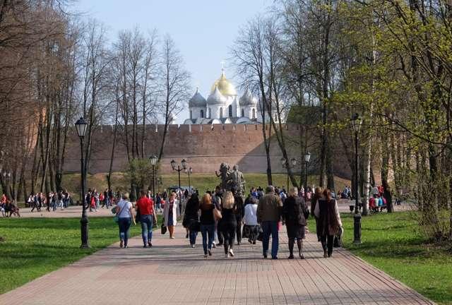 Центральный маршрут — «Золотая туристическая миля» – проложен там, где любят прогуливаться новгородцы и гости города.