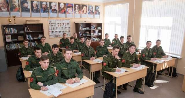 Общеобразовательные дисциплины кадеты изучают в солецкой школе № 1.