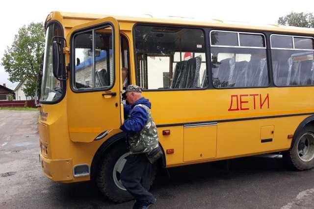 В области водителями школьных автобусов трудятся 172 человека. С 1 марта их зарплата увеличилась на 30%.