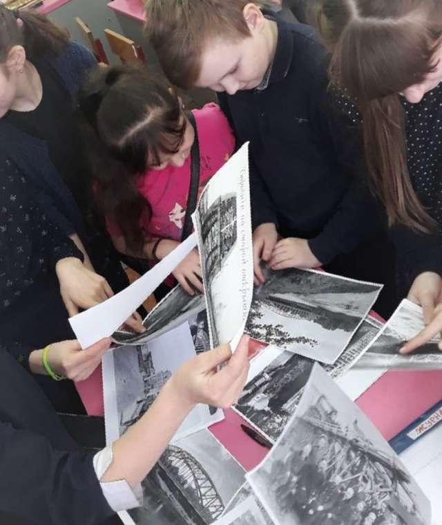 Сейчас над проектом трудятся около 15 человек. Школьники собирают информацию, анализируют доступные источники.