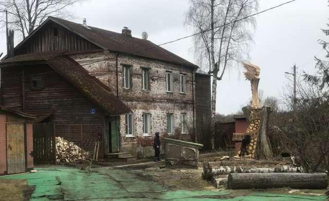 Подготовка помещения музея и благоустройство территории идут исключительно на частные средства семьи Сидельниковых.