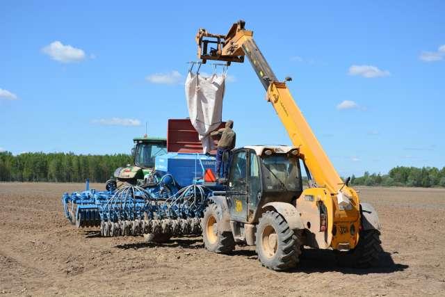 В посевной этого года будет задействовано 2379 единиц сельхозтехники. Её готовность к сезону полевых работ сегодня оценивается на уровне 86%.