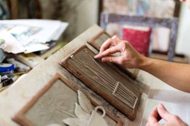 Валдайские мужчины займутся созданием керамических картин.