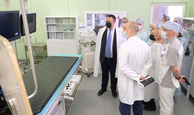 Андрей Никитин посетил Региональный сосудистый центр, который был оснащён современным ангиографом. Аппарат был закуплен в рамках регионального проекта «Борьба с сердечно-сосудистыми заболеваниями» нацпроекта «Здравоохранение».