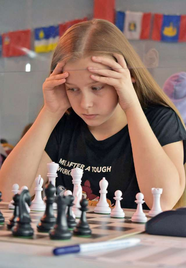 На чемпионате России Евгения побила свой рекорд по длительности партии и просидела за доской 5 часов 15 минут.