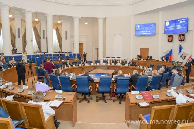 На апрельском заседании областные депутаты рассмотрели более 20 вопросов.