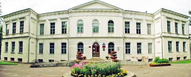 ДК Васильева. Путевой дворец был  построен для Екатерины II в 1771 году для остановки во время путешествия из Петербурга в Москву.