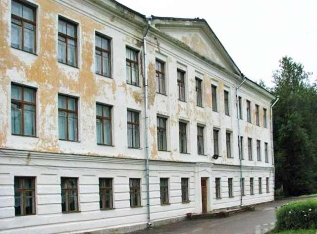 Здание школы в селе Медведь было построено ещё в ХIХ веке.
