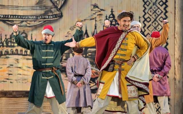 Успех фолк-рок-мюзикла «Садко» принадлежит и коллективу «Портнихи» – здесь разработали и сшили костюмы для этого яркого шоу.