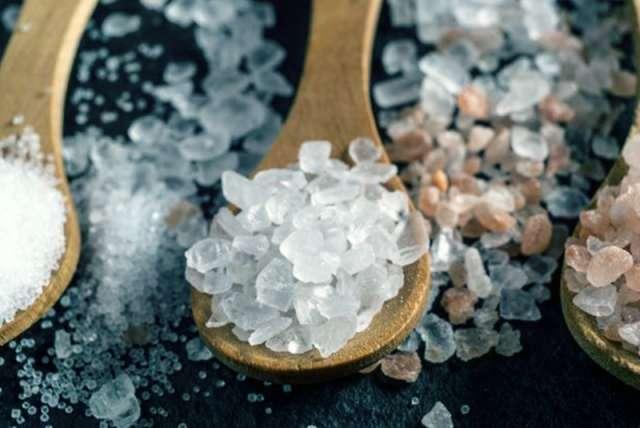 Самый простой способ восполнить дефицит йода в рационе — использовать для приготовления пищи йодированную соль.