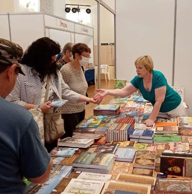 Традиционно на ярмарке много детских книг, изданий по истории и культуре...