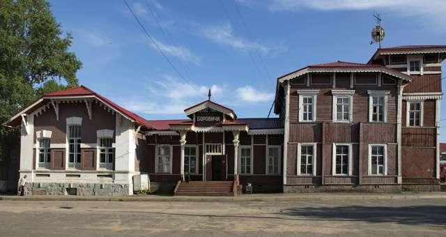 Деревянное здание вокзала в Боровичах стало одной из точек квест-маршрута.